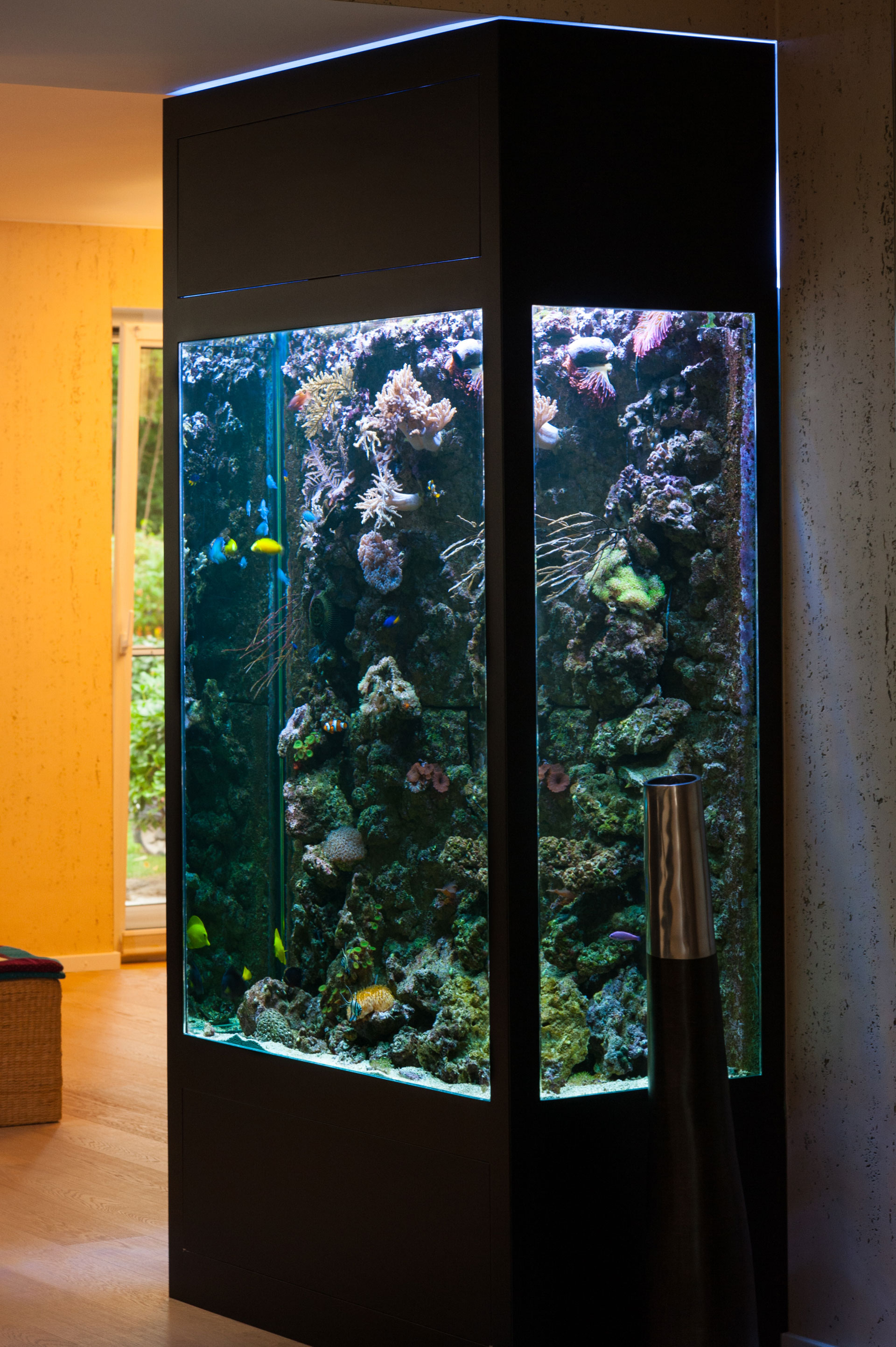 Flächenbündiges Aquarium