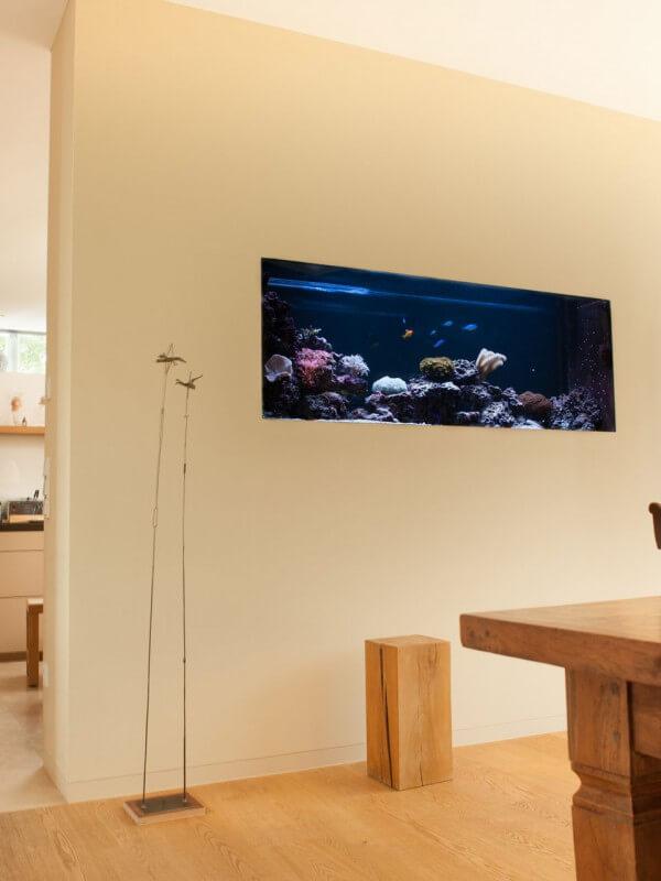 Moderne Villa mit Aquarium