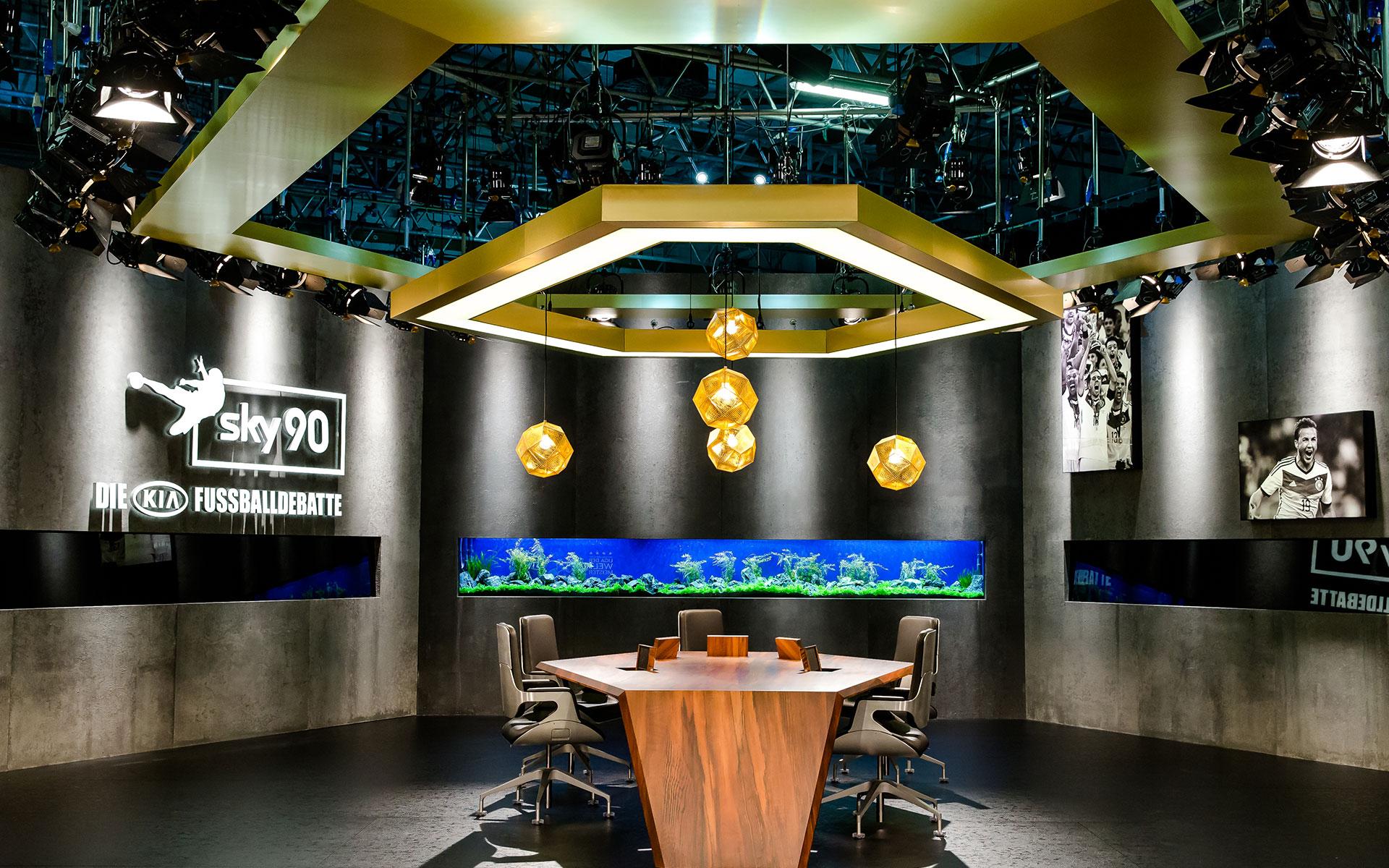 Bundesligastudio mit Aquarium