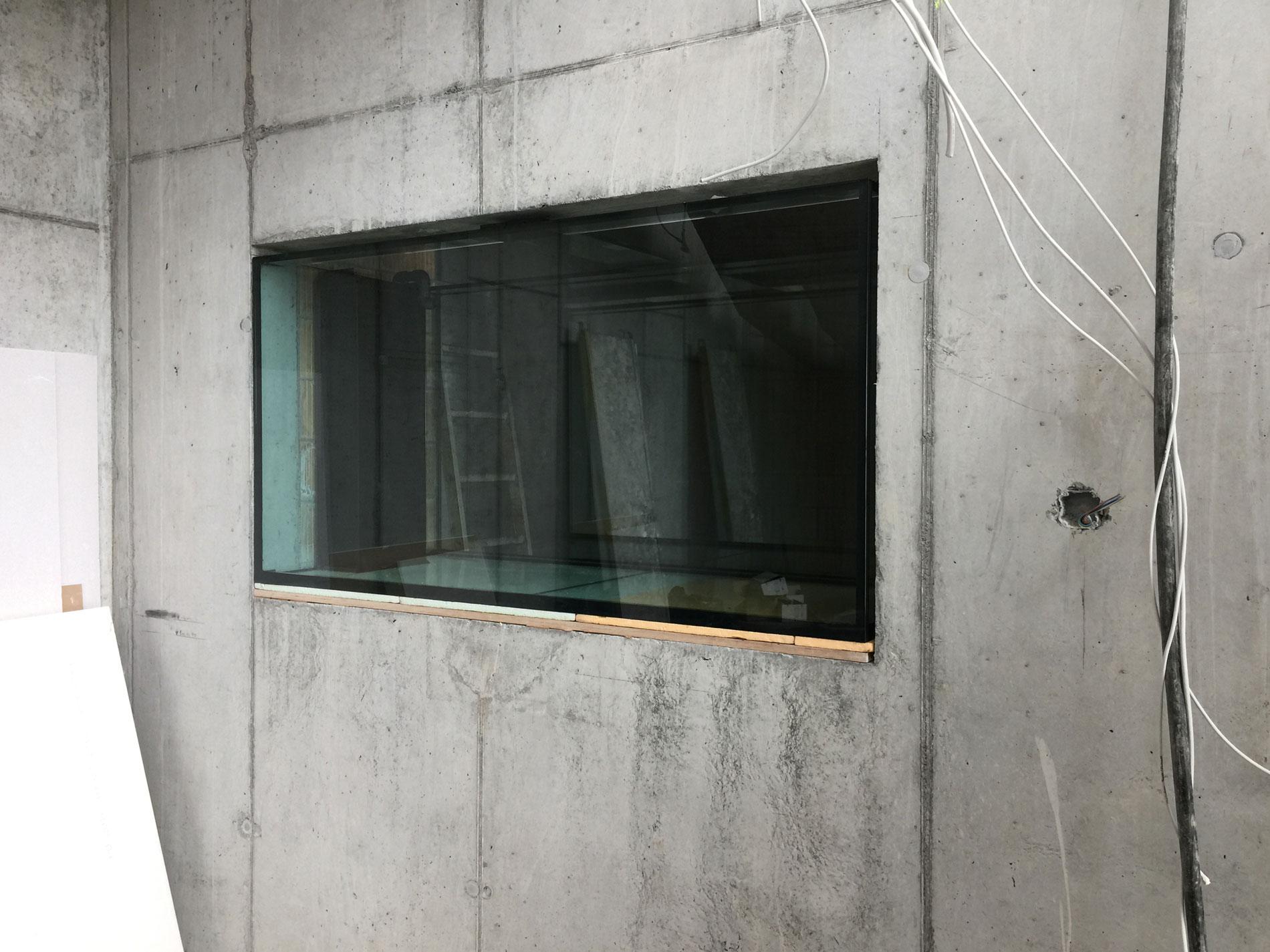 Raumteiler zwischen Wohnraum und Weinkeller